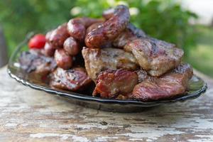 salsicce di pollo e costolette di maiale foto