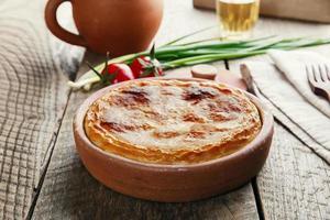 torta fatta in casa con formaggio feta e spinaci foto