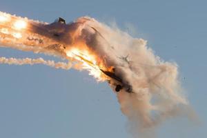ah-64 apache herlicoper fire foto