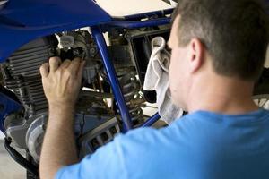 riparazione di motocicli foto