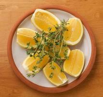 fette di limone giallo foto