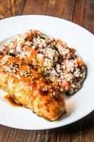 salmone al forno con couscous e verdure foto