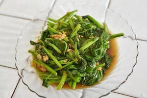 spinaci giapponesi saltati foto