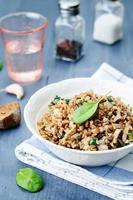 spinaci, grano saraceno funghi foto