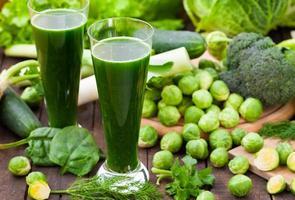 frullato di spinaci freschi foto