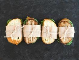 sandwich di pollo e spinaci avvolti