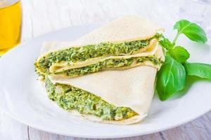 frittelle con spinaci e formaggio feta foto