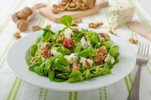 insalata con gorgonzola e condimento balsamico foto