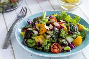 insalata vegetariana biologica super cibo foto