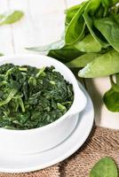 porzione di spinaci cotti