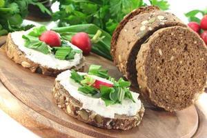 pane all'aglio selvatico foto