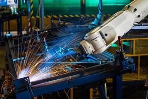 hd: saldatura robotizzata del braccio. foto