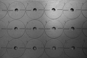 forma astratta in metallo dopo il taglio laser foto