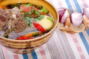 zuppa di shurpa - piatto orientale tradizionale con agnello foto