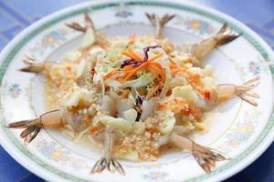 gamberetti mescolano thaistyle alla spezia di limone foto