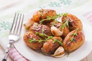 patate arrosto con aglio foto