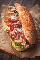 sandwich sottomarino con pancetta foto
