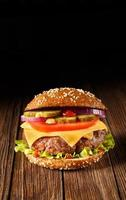 hamburger con formaggio da vicino. foto