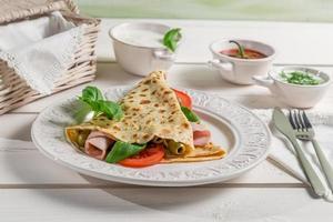 pancake con verdure e prosciutto foto