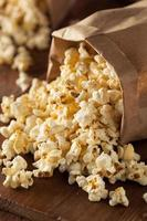 popcorn di mais bollitore fatto in casa foto