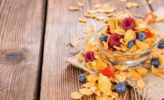 cornflakes con frutti di bosco freschi