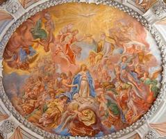 vienna - affresco barocco di incoronazione santa maria foto