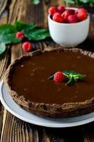 crostata al cioccolato con lamponi foto