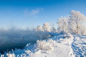 fiume d'inverno