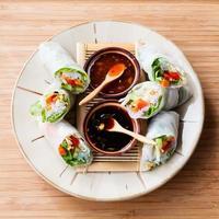 involtini primavera con salsa di immersione foto