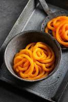 jilebi - famoso dessert dolce indiano per le feste foto
