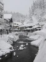 ginzan onsen villaggio giapponese in inverno foto