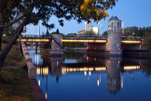 ponte sul fiume Milwaukee foto
