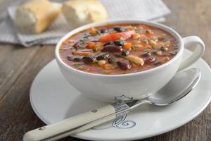 zuppa di tre fagioli foto