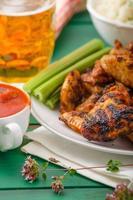 ala di pollo grigliata barbecue foto