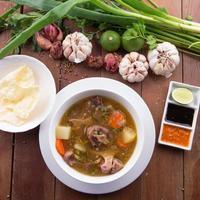 zuppa di bue indonesiana o buntut di sop foto