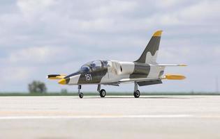 jet da combattimento in stile militare telecomandato