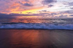 paesaggio tramonto sull'oceano foto
