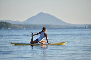 yoga paddle board foto