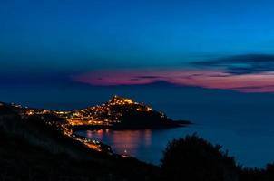 paesaggio di castelsardo di notte foto