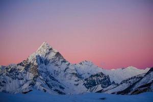 bellissimo paesaggio delle montagne dell'Himalaya