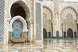 dettaglio della moschea hassan ii a casablanca, marocco