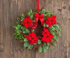 corona di avvento con rosa d'inverno foto