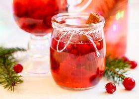 bevanda calda invernale con mirtilli rossi.