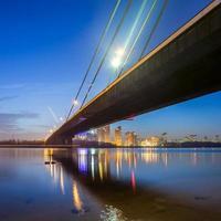 ponte di Mosca a Kiev di notte foto