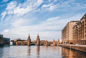 Oberbaumbridge a Berlino foto