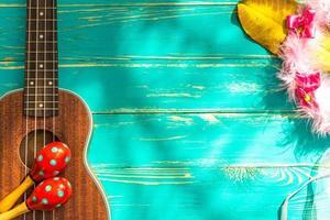 ukulele con sfondo stile hawaii