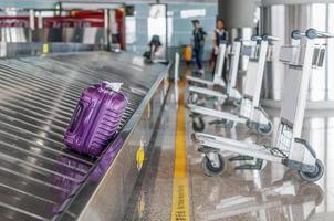 interno dell'aeroporto, concetto moderno della costruzione.