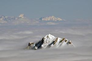 vista di inverno dalla stazione sciistica del picco di Kitzsteinhorn, Austria foto