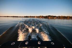 correndo sull'acqua foto