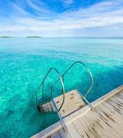 piscina sul mare foto